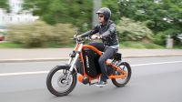 Umweltfreundlich, lautlos, rasant: Elektromotorrad mit Pedalen erstaunt Deutschland