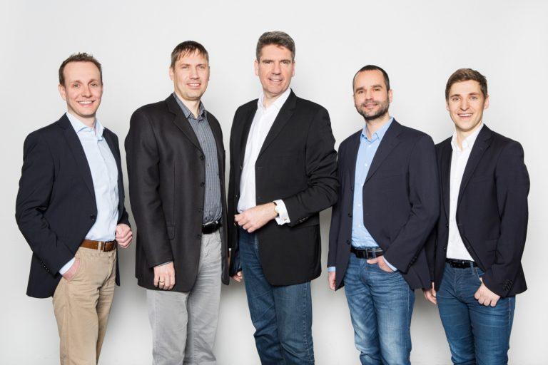 AXA Versicherungsnehmer profitieren von RECHNUNG.de-Vorfinanzierung