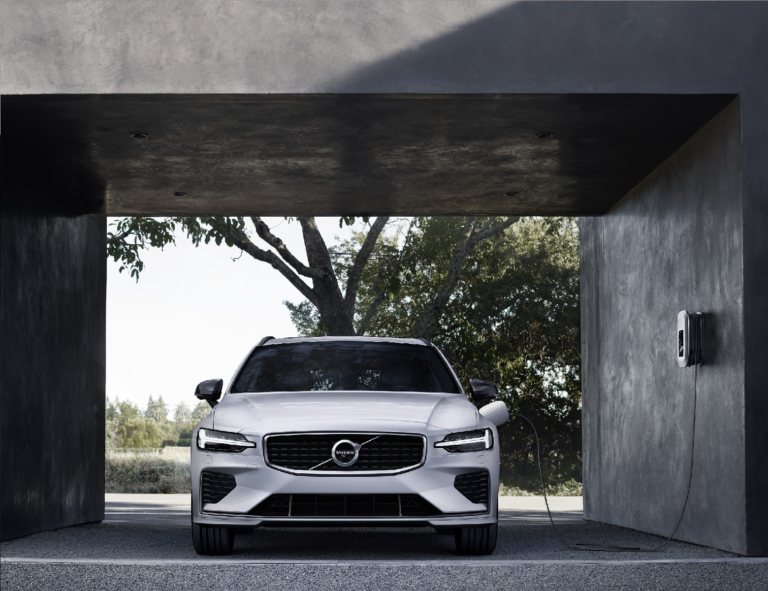 NewMotion schließt Partnerschaft mit Volvo Car Germany