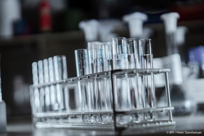Chance nutzen: Forschung an Arzneimitteln gegen COVID-19 mehr fördern!